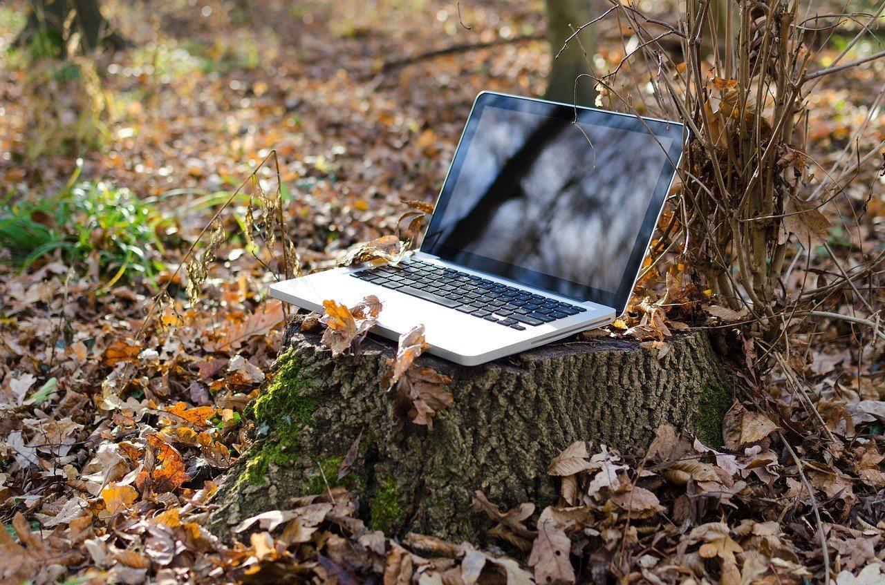 laptop-outside